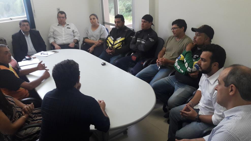 Vereadores ouvem queixas de mototaxistas