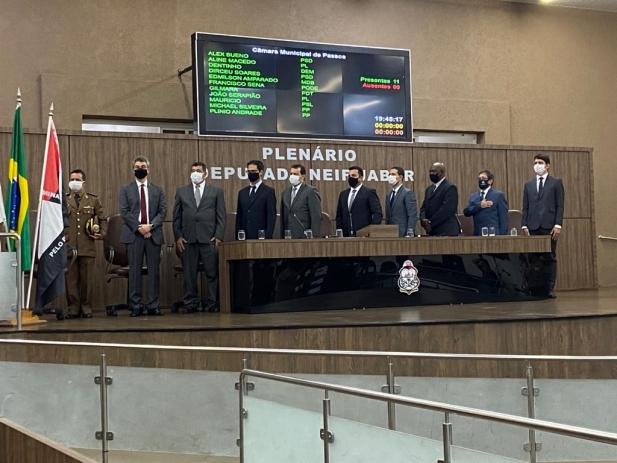 Câmara dá posse ao prefeito Diego