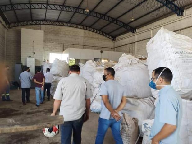 Vereadores visitam projeto de descarte de resíduos