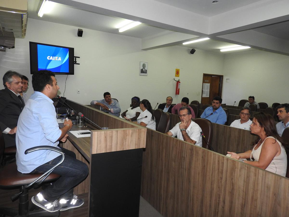 Caixa apresenta aos vereadores projetos para o município