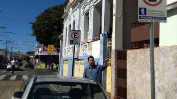 Alex Bueno garante a isenção para idosos e deficientes no Estacionamento Rotativo