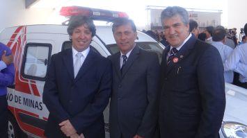 Passos recebe novas ambulâncias com trabalho de vereadores