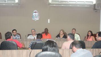 Itaiquara assegura na Câmara fim das demissões