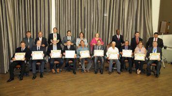 Reunião especial entrega títulos e medalhas