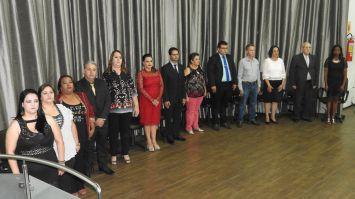 Treze educadores homenageados com o \
