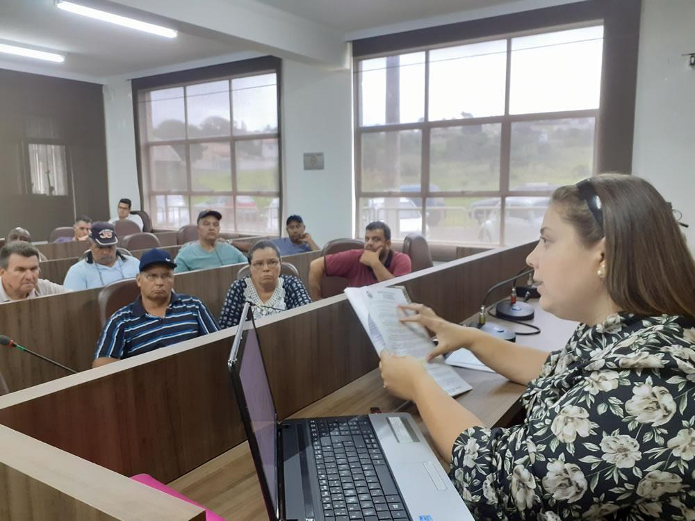 Vereadora Aline debate emendas com ambulantes