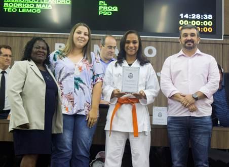 Atletas recebem o troféu Cuca